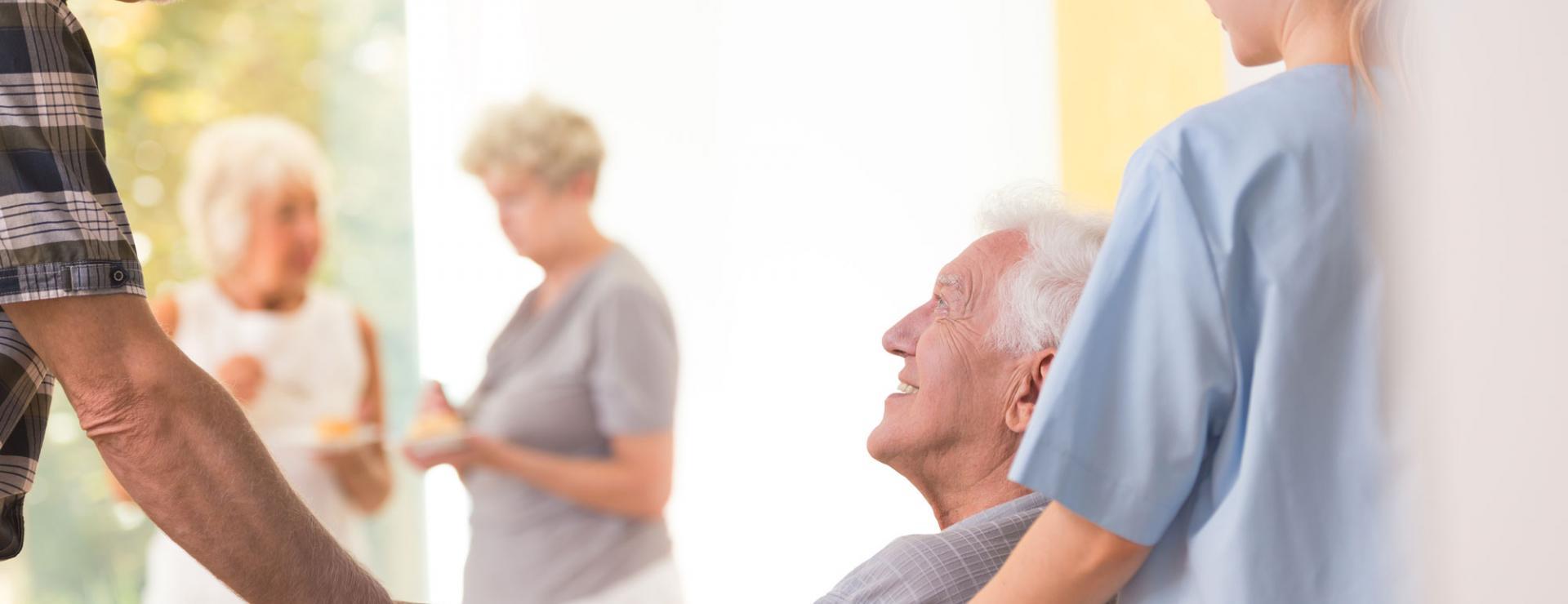 Professionelle und mitfühlende Seniorenpflege